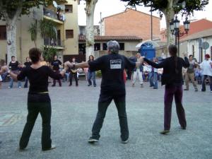 ballant al carrer